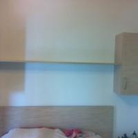 Fali könyvespolc és szekrény ágy fölé a Nemes Bútortól -13