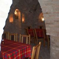A villányi Vinatus pince és fogadó, vendéglő bútorzata - 15
