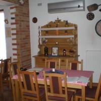 A villányi Vinatus pince és fogadó, vendéglő bútorzata - 6