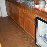 A villányi Vinatus pince és fogadó, vendéglő bútorzata - 3