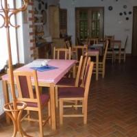 A villányi Vinatus pince és fogadó, vendéglő bútorzata - 2