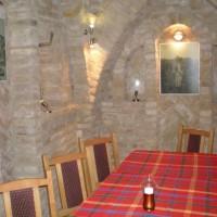 A villányi Vinatus pince és fogadó, vendéglő bútorzata - 14