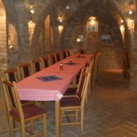 A villányi Vinatus pince és fogadó, vendéglő bútorzata - 13