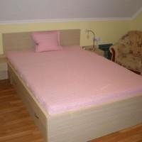 Franciaágy matraccal és éjjeliszekrénnyel a Nemes Bútortól -7