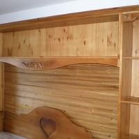 Könyvespolc ágy fölé egyedi igény alapján a Nemes Bútortól -7