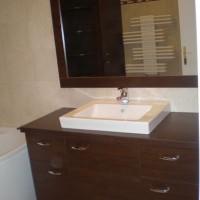 Egyedi beépített mosdó tükörrel a Nemes Bútortól -18