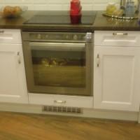 Egyedi konyhaszekrény beépített sütővel a Nemes Bútortól -101