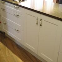 Egyedi konyhaszekrény gránit munkalappal a Nemes Bútortól -103